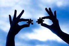Siluetta delle mani con il mosaico Immagini Stock