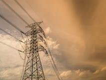 Siluetta dello statio ad alta tensione di trasformazione e della centrale elettrica Immagine Stock Libera da Diritti
