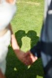 Siluetta di baciare delle coppie di nozze Fotografia Stock Libera da Diritti
