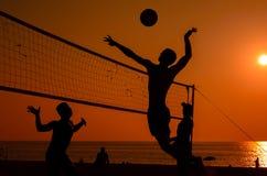 Siluetta di beach volley Immagini Stock Libere da Diritti