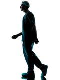 Siluetta di camminata dell'uomo del chirurgo di medico Immagini Stock Libere da Diritti