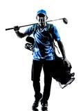 Siluetta di camminata golfing della borsa di golf del giocatore di golf dell'uomo Fotografie Stock
