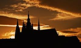 Siluetta di crepuscolo del castello di Praga Fotografia Stock