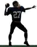 Siluetta di lancio americana dell'uomo del giocatore di football americano dello stratega fotografie stock