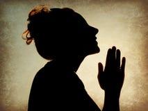 Siluetta di preghiera della donna Immagini Stock Libere da Diritti