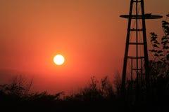 Siluetta di tramonto del mulino a vento di Firey Immagine Stock