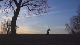 Siluetta di tramonto del reaper torvo Concetto della morte archivi video