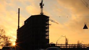 Siluetta di tramonto dell'edificio urbano archivi video