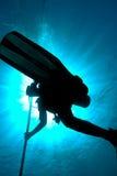 Siluetta di un operatore subacqueo immagini stock