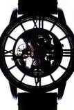 Siluetta di un orologio e del suo braccialetto Isolato fotografie stock