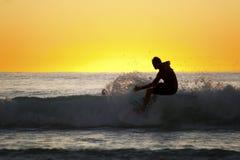 Siluetta di un surfista Fotografia Stock Libera da Diritti
