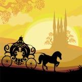 Siluetta di un trasporto del cavallo e di un castello medievale Fotografia Stock