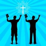 Siluetta di un uomo girato a Dio con la preghiera ed il culto illustrazione vettoriale