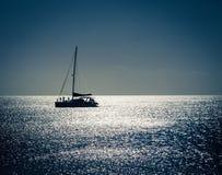 siluetta di una barca a vela Immagine Stock