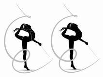 Siluetta di una ginnasta della donna con il nastro Fotografie Stock Libere da Diritti