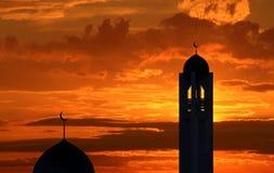 Siluetta di una moschea nel tramonto Fotografie Stock
