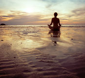 Siluetta di yoga Fotografie Stock Libere da Diritti