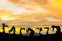 Siluetta futura di potere del lavoro di tecnologia del robot industriale fotografia stock libera da diritti