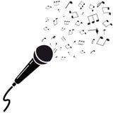 Siluetta nera del microfono con le note. Immagini Stock Libere da Diritti