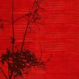 Siluetta nera dell'albero del fiore su colore rosso Immagine Stock Libera da Diritti