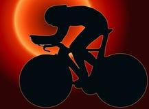 Siluetta posteriore di sport di tramonto - corridore della bicicletta Fotografia Stock