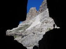 Siluetta scenica della roccia nelle dolomia fotografia stock