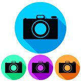 Siluetta semplice, circolare, rettilinea dell'icona della macchina fotografica Quattro variazioni di colore Gettare un'ombra Isol royalty illustrazione gratis