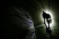 Siluetta in un bunker sotterraneo Fotografie Stock Libere da Diritti