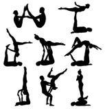 Siluette acrobatiche di yoga Fotografie Stock Libere da Diritti