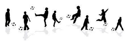 Siluette che giocano gioco del calcio Illustrazione Vettoriale