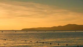 Siluette de la montaña en la puesta del sol Fotos de archivo libres de regalías