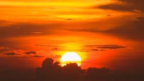 Siluette de la puesta del sol en el chonburi, Tailandia en verano Foto de archivo libre de regalías