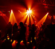 Siluette degli adolescenti di dancing Immagini Stock Libere da Diritti