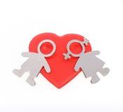 Siluette degli uomini, delle donne e del cuore su fondo bianco C felice Fotografia Stock Libera da Diritti
