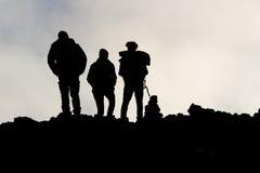 Siluette degli uomini sull'Etna Fotografia Stock Libera da Diritti