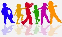 Siluette dei bambini di dancing Fotografie Stock Libere da Diritti