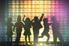 Siluette dei bambini di dancing Immagine Stock