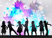 Siluette dei bambini di dancing Fotografia Stock Libera da Diritti