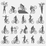 Siluette dei ciclisti messe Immagini Stock
