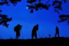 Siluette dei fotografi con fondo blu Fotografia Stock Libera da Diritti