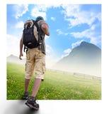 Siluette dei turisti e di bello paesaggio immagine stock libera da diritti