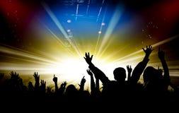 Siluette del concerto e del fondo luminoso delle luci della fase Fotografia Stock Libera da Diritti