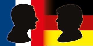 Siluette del ritratto di Macron e di Merkel con le bandiere, illustrazione di vettore royalty illustrazione gratis