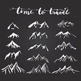 Siluette dell'illustrazione delle montagne messe per la fabbricazione del vostro proprio logo, distintivo, progettazione dell'eti illustrazione di stock