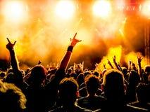 Siluette della folla di concerto Immagini Stock