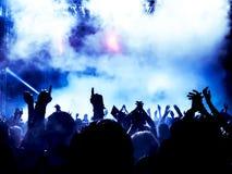 Siluette della folla di concerto Immagini Stock Libere da Diritti