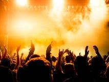Siluette della folla di concerto Fotografie Stock Libere da Diritti