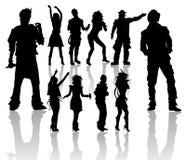 Siluette della gente ballante e di canto Immagini Stock Libere da Diritti