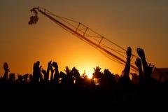 Siluette della gente con le mani su sollevate di un essere umano Immagine Stock Libera da Diritti