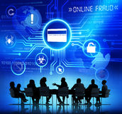 Siluette della gente di affari che ha una riunione e una frode online Fotografia Stock